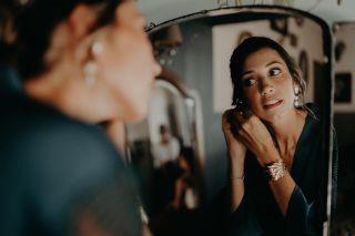 - MARIAGE -  Une des jolies mariées de notre saison si spéciale... @caly2308 🤍 Photo par @laurene_and_the_wolf  Coiffure par @marioncarpentiercoiffure  Au @masdarvieux  Robe @clementineiacono Wedding Planner @lesdemoisellesdemadame  #mariage #wedding #makeup #weddingmakeup #bridemakeup #bride #beauty #maquillagemariee #maquillage #masdarvieux #tarascon #mua #mup #bride2020