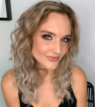 - MAKE UP -   @lena_stachurski 🤍   #maquillage #makeup #training #mup #mua #maquilleuse #luminous #beauty #maquilleusemontpellier #glow #highlights #hair #wavy #brows #eyesmakeup