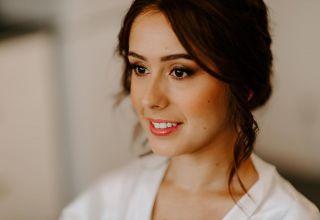 - WEDDING -   Préparatifs de la jolie Manon juste avant le grand moment ✨ Avec: ▪️ @marioncarpentiercoiffure  ▪️ @laetitialeofoldphotographe  ▪️ @la_baraque_de_serignac   #maquillage #maquilleusemontpellier #baraquedeserignac #bridetobe #bridalmakeup #beauty #hairdressing #mup #rougealevres #ral #lipsticktime #love #bridemaids #montpellier #nîmes
