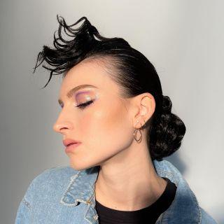 - SHOOTING -  @aurore.istria lors du workshop @nathsakuraofficial au @studiophotob612 avec @christophepujol @mryoppick   #workshop #shooting #makeup #glow #modeling #mup #maquillage #montpellier #maquilleusemontpellier #look #jeans #hairdressing #purplemakeup #colormakeup #beauty