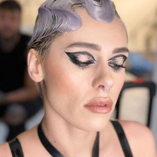 -BACKSTAGE-  Maquillage sur @aggy__x lors du workshop @nathsakuraofficial au @studiophotob612 avec @christophepujol à la coiffure et @mryoppick ❤️ #backstage #studio #studiomakeup #makeup #maquillage #maquilleusemontpellier #eyeliner #hairstylist #model #modelibg #beauty #lace #montpellier #60s #mup #mua #mufe #maccosmetics #lips #makeupartist