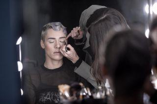-BACKSTAGE-  Maquillage sur @aggy__x lors du workshop @nathsakuraofficial au @studiophotob612 avec @christophepujol à la coiffure  Merci @mryoppick pour la photo❤️ #backstage #studio #studiomakeup #makeup #maquillage #maquilleusemontpellier #eyeliner #hairstylist #model #modelibg #beauty #lace #montpellier #60s #mup #mua #mufe #maccosmetics #lips #makeupartist