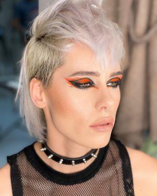 -BACKSTAGE-  Maquillage sur @aggy__x lors du workshop @nathsakuraofficial au @studiophotob612 avec @christophepujol à la coiffure et @mryoppick ❤️ #backstage #studio #studiomakeup #makeup #maquillage #maquilleusemontpellier #eyeliner #hairstylist #model #modelibg #beauty #lace #montpellier #60s #mup #mua #mufe #maccosmetics #lips #makeupartist #orangemakeup #fluomakeup
