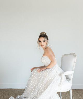 - SHOOTING -  Organisation : @emilycphotography13 and @ilywedding  Photographe : @emilycphotography13  Wedding Planner : @ilywedding Lieu : @villary.fr  Robe de mariée : @pronovias @pronovias.marseille  Costume : @levestiairedalex  Designer Florale : @blom_fleuriste  Vidéaste : @sebastien_cabanes  Make Up Artist : @manonmakeupartist  Coiffeuse : @marioncarpentiercoiffure  Wedding Cake Designer : @lb_cake_design  Vaisselle : @jolibazaar  Papeterie : @promessegraphique  Alliances : @lanastones  Bijoux : @lescouronnesdevictoire  Chaussures mariée : @jimmychoo  Mobilier : @pinkrabbitevent_  Mariée : @christy_lacourgianini  Marié : @andreas_piombo  #mariee #weddingmakeup #maquillagemariee #weddingdress #wedding #mup #weddinghair #maquillage #beauty #weddingplanning #maquilleusemontpellier