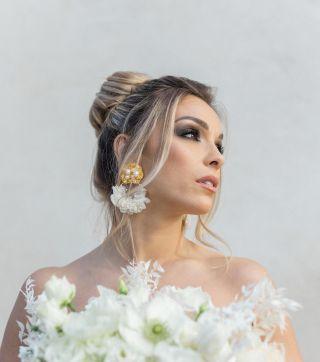 - SHOOTING -  Organisation : @emilycphotography13 and @ilywedding  Photographe : @emilycphotography13  Wedding Planner : @ilywedding Lieu : @villary.fr  Robe de mariée : @pronovias @pronovias.marseille  Costume : @levestiairedalex  Designer Florale : @blom_fleuriste  Vidéaste : @sebastien_cabanes  Make Up Artist : @manonmakeupartist  Coiffeuse : @marioncarpentiercoiffure  Wedding Cake Designer : @lb_cake_design  Vaisselle : @jolibazaar  Papeterie : @promessegraphique  Alliances : @lanastones  Bijoux : @lescouronnesdevictoire  Chaussures mariée : @jimmychoo  Mobilier : @pinkrabbitevent_  Mariée : @christy_lacourgianini  Marié : @andreas_piombo  #mariee #weddingmakeup #maquillagemariee #weddingdress #wedding #mup #weddinghair #maquillage #beauty #weddingplanning #maquilleusemontpellier #smoke #smokeyeye