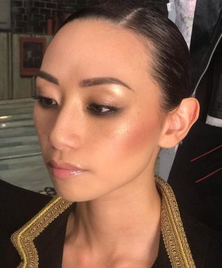- BACKSTAGE -  #makeup #maquillage #mup #mufe #glow #glowy #highlighter #edito #photo #photography #mode #fashion #asiat #eyebrow #eyes #hairdress #gloss #lips #job #studio #contour #makeupartist #montpellier #france #instamakeup