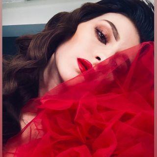 - BACKSTAGE -  #studio #selfie #model #modeling #red #redlips #makeup #mup #mua #mufe #maquillage #eyebrow #lips #eyes #eyesmakeup #hairdress #curl #wave #contour #glow #maquilleusemontpellier #montpellier