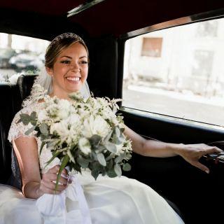 - MARIAGE -  Photo : @laurent_brouzet  Coiffure : @marioncarpentiercoiffure  #makeup #weddingmakeup #mariage #wedding #bridemakeup #bride #bridal #beauty #highlighter #flower #nimes #montpellier #weddingdress #weddingphotography #latergram #summer #france #mup #mua #maquillage #smile #instant #southoffrance