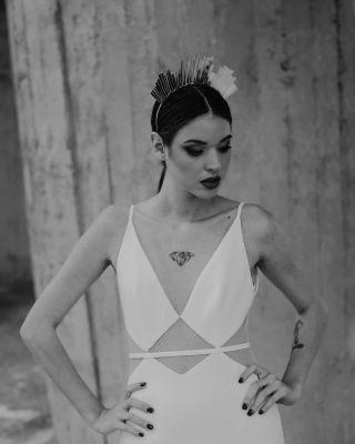 - ROBE MANON GONTERO -  Avec @manongontero @soulpics_photographe @soulpics_videaste @calypso_dln  #shooting #manongontero #weddingdress #collection #crown #makeup #mup #mufe #mua #maquillage #marseille #montpellier #wedding #bride #bridal #dress #whitedress #ink #tatoo #blackandwhite #girls
