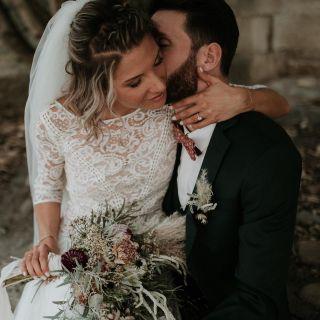- WEDDING -  Avec @soulpics_photographe @lea_lessismorefilms @wowyourguests @masdarvieux @olympemariage @margauxtardits @samsonsurmesure @tepeesauvage @lecolonelmoutarde  #wedding #makeupforever #makeup #weddingmakeup #photographie #bridal #bride #bridemakeup #happiness #flowers #love #loving #dress #southoffrance #mariage