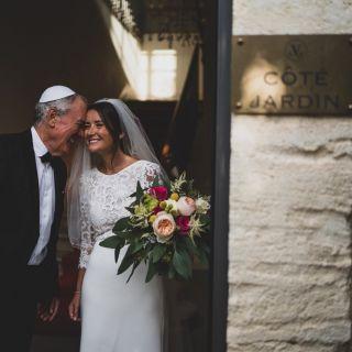 - WEDDING -  Avec @sidneyyassen @marioncarpentiercoiffure @domainedumasneuf @olympemariage #wedding #bride #love #bridemakeup #flowers #mariage #maquilleusemariage #maquilleusemontpellier #montpellier #france #mua #mup #makeup #wed #instamariage #hairdressing #weddingdress #moment