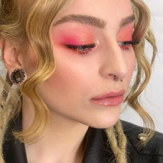 - BACKSTAGE -  #focus #eyes #colorful #pinkmakeup #makeup #maquillage #closeup #model #modeling #beauty #mua #montpellier #eyelashes #eyebrows #light #highlighter #maccosmetics #makeupforever #backstage #workshop #girl