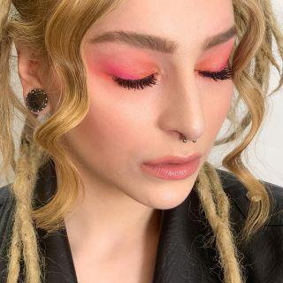 - BACKSTAGE -  #focus #eyes #colorful #pinkmakeup #makeup #maquillage #closeup #model #modeling #beauty #mua #montpellier #eyelashes #eyebrows #light #highlighter #maccosmetics #makeupforever #backstage #workshop #girl #piercing #look #color